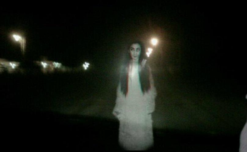 Un tipo alzó un fantasma en plena ruta y lo dejó cerca de un cementerio.
