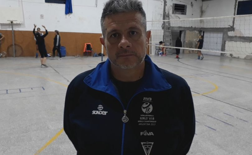 Marcelo Cáceres, profe de Voley